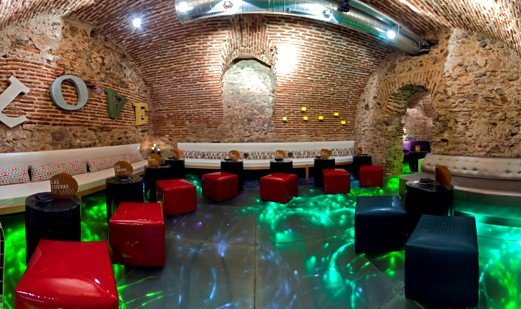 Las Cuevas de Sandó ofrece un espacio íntimo y moderno, pero en un entorno cuajado de historia.