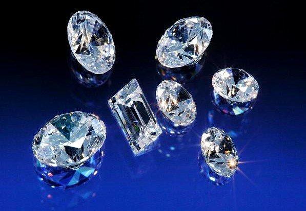 Hay gran variedad de diamantes, y no solo los de mejor calidad son los mejores para invertir: depende de su precio. Ponerse en manos de expertos es la mejor solución a nuestras necesidades de inversión.