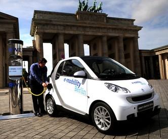 Los españoles estamos muy por encima de la media europea en la aceptación de híbridos y coches eléctricos, según el último informe del Observatorio Cetelem Auto 2014.