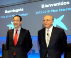 Imagen de Isidro Fainé y Gonzalo Gortazár durante la presentación del nuevo Plan Estratégico 2015-2018.