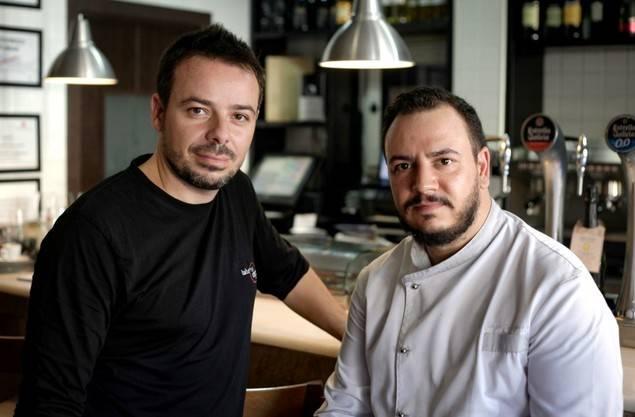 Benja y Jorge son los artífices de la correctísima oferta de 'Taberna Degusta'.