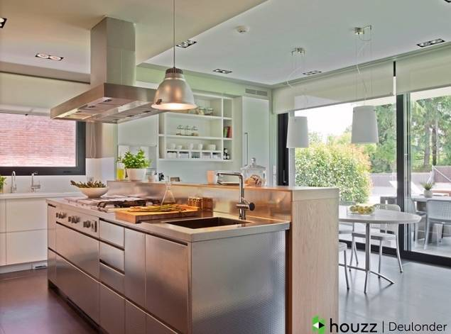 Las cocinas evolucionan y se convierten en el centro neurálgico del hogar