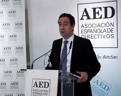 Gonzalo Gort�zar, consejero delegado de CaixaBank, durante su conferencia en el almuerzo de trabajo de la AED (Foto: AED).