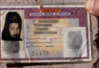Muchos antiguos habitantes de la provincia del Sahara español aún conservan sus viejos DNI, que les habilitan como ciudadanos españoles.