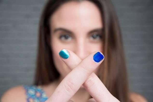 Tonos eléctricos y metalizados para tus uñas
