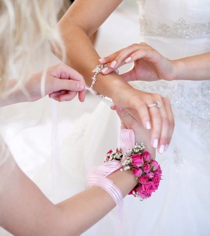 Cinco esmaltes y estilismos para una boda