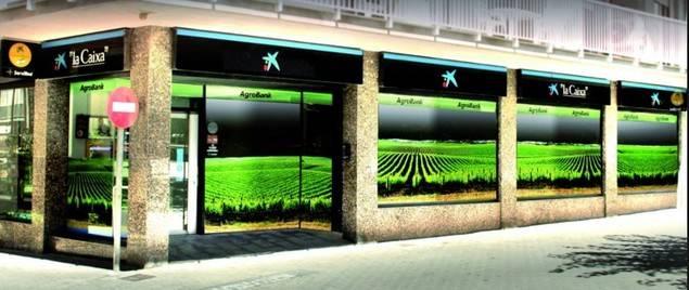 CaixaBank y el BEI firman un acuerdo de 200 millones de euros para financiar a autónomos y pymes del sector agroalimentario