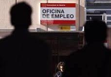 La doble cara de los datos de la bajada del paro en España y sus efectos psicológicos