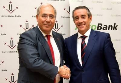 El director general de CaixaBank, Juan Alcaraz, y el rector de la Universidad de Lleida, Roberto Fern�ndez.