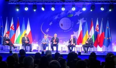 El Foro Econ�mico de Krynica ha congregado gran inter�s en torno a la postura del grupo de Visegrado. En la imagen, los primeros ministros de Polonia, Hungr�a, Rep�blica Checa, Eslovaquia y Ucrania durante una rueda de prensa conjunta. (Foto: Jos� Luis Barcel�, 2016)