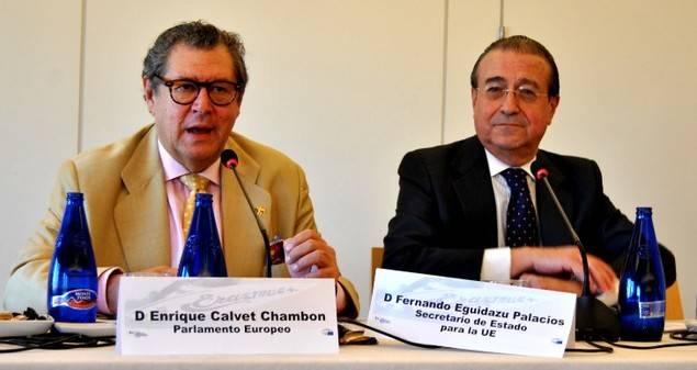 Enrique Calvet, a la izquierda, es eurodiputado.