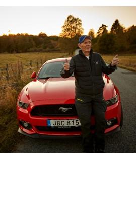 Un hombre de 97 años que se subió a un Mustang y lo condujo durante 50 años