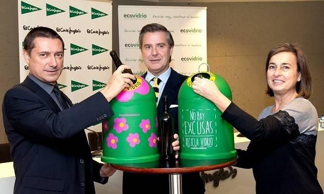 Francisco Núñez, responsable de Medio Ambiente de El Corte Inglés; Borja Martiarena, director de Márketing de Ecovidrio; y Clorinda Maldonado, directora de Márketing de WWF España.