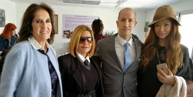 Su Alteza Real e Imperial el Gran Príncipe Jorge Rurikovich, junto con su Consejera Personal y Dama Comandante, Veline Ong, CEO de Veline Group, junto con la artista Helena Wieschermann (ambas Celebridades y VIP Mujeres de Negocios).