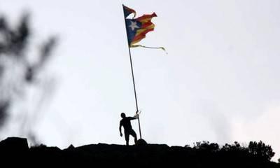 La vieja Senyera, bandera oficial de Cataluña, ha quedado relegada al olvido, frente a los que enarbolan la