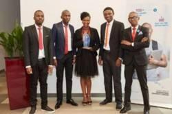Estudiantes del equipo ganador procedente de la Universidad Técnica Vaal de Sudáfrica