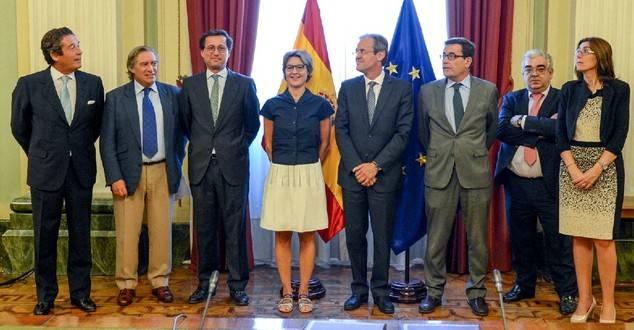 Jordi Gual e Isabel García Tejerina firman un acuerdo para impulsar la competitividad