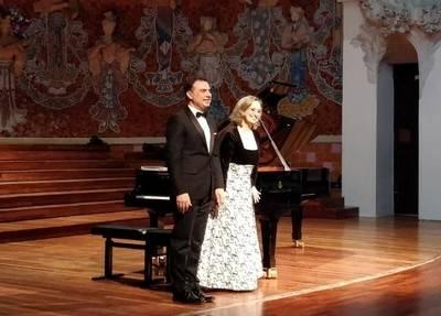 El Palau de la Música se rinde al arte de Carles & Sofia piano duo