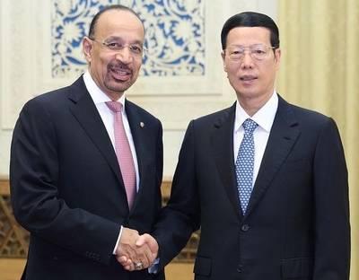 El viceprimer ministro de China, Zhang Gaoli, se reunió hoy en Beijing con el ministro de Energía, Industria y Recursos Minerales de Arabia Saudí, Khalid al-Falih, y acordaron impulsar la cooperación en inversión y capacidad industrial.