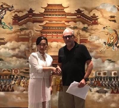 Kurt Grötsch, junto a la Sra. Wan Shan, responsable del festival de jóvenes directores de cortometrajes.
