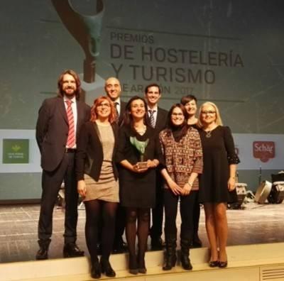 Dinópolis recibe el premio a la empresa turística hostelera embajadora del Turismo en Aragón