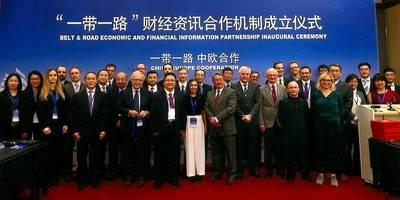 Numerosos empresarios y medios europeos se han adherido a esta nueva iniciativa de la Franja y la Ruta de la Seda impulsada por China. En el centro, Huang Lechen, vicepresidente de CEIS, junto a la adjunta a la dirección de El Mundo Financiero, Pilar Vicente.
