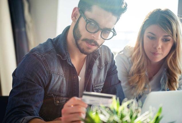 Las vinculaciones como solución a la infidelidad de los 'millennials' con la banca