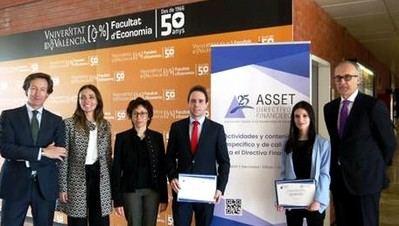 De izda. a dcha: Juan Luis Blat (ASSET), Dra. Mercedes Barrachina (U.V), Dra. Natividad Cervera (U.V), David Pla (Premio Master), Alba Miñano (premio Grado) y Luis Calaf (ASSET).