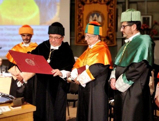 De Izquierda a derecha: el rector de la UMU José Orihuela, Tomás Fuertes, presidente Grupo Fuertes y el profesor y padrino, Juan Monreal.