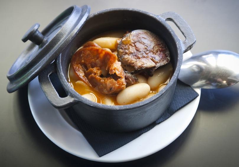El corte ingl s presenta la gastronom a asturiana con for Como cocinar fabada asturiana