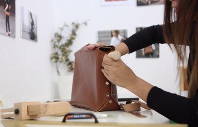 Bolsos de piel para empoderar a mujeres en riesgo de exclusión laboral