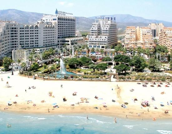 Playas, hoteles y apartamentos hacen que Marina d'Or esté considerado como uno de los mejores y más completos resorts de la costa mediterránea española.
