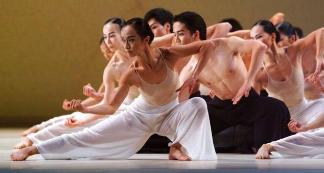 Cloud Gate Dance Theatre de Taiwán hace danzar los caracteres de la caligrafía china en el Grec Festival de Barcelona