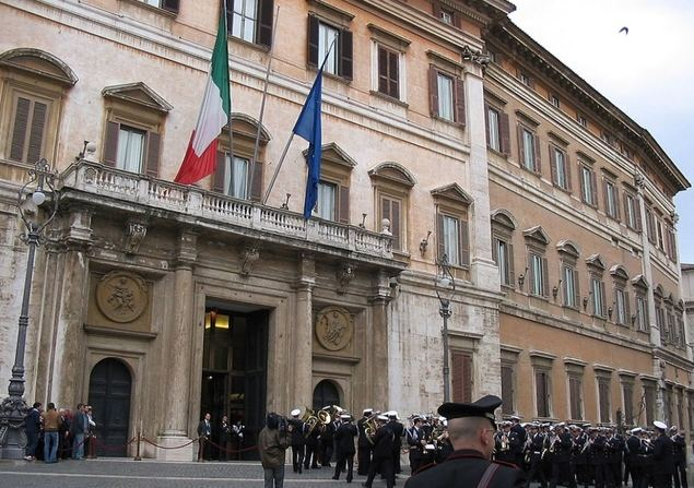 2 de agosto, manifestación ante la sede del Parlamento italiano en Roma