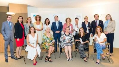 Las finalistas al Premio Mujer Empresaria 2018 de CaixaBank se reúnen con Gonzalo Gortázar.