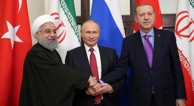 Hasan Rohani (Irán), Vladimir Putin (Rusia) y Recep Tayyip Erdogan (Turquía), durante la cumbre de Sochi para abordar la crisis de Siria.