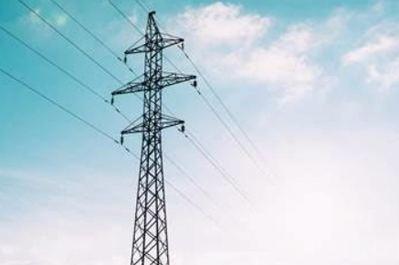 Los consumidores finales asumen el riesgo del mercado mayorista de la electricidad en los nuevos contratos