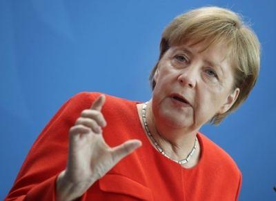 Angela Merkel, que cree ahora que la OTAN debe redefinir su misión y objetivos y centrarlos más en el Centro y Este de Europa.