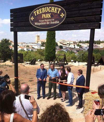 Autoridades, medios de comunicación y promotores en el momento de la inauguración de este novedoso parque. (Foto:  © 2018 El Mundo Financiero)