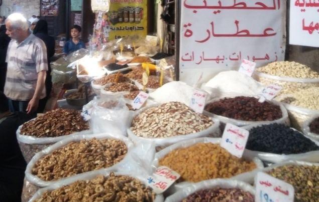 La pacificación de buena parte del país ha estabilizado los precios y el abastecimiento  de los mercados, como este en Damasco. (Foto: Pablo Sapag M.)