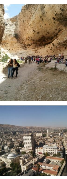 Arriba, turistas sirios y cada vez más extranjeros visitan la grieta de Santa Tecla, en Maalula. Debajo,  Damasco y otras grandes ciudades ya tienen  agua, luz, teléfono e Internet ininterrumpidamente. (Fotos: Pablo Sapag M.)