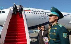 El presidente de Irán, Hassan Rohani, a su llegada a la ciudad de Aktau, Kazajstán, para asistir a la 5ª Cumbre de los Estados Litorales del Mar Caspio.