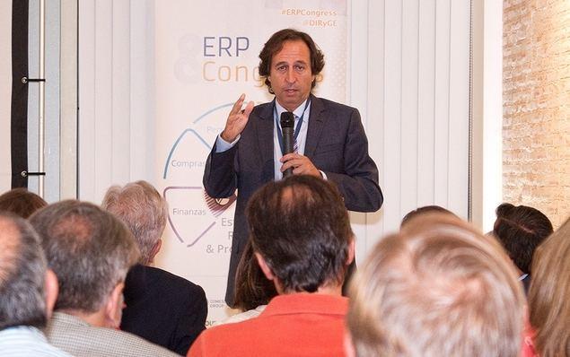 """Enric Ezquerra, Presidente Ejecutivo de Supermercados Sanchez Romero, durante su ponencia """"La nueva Era de Sanchez Romero"""" en ERP Congress."""