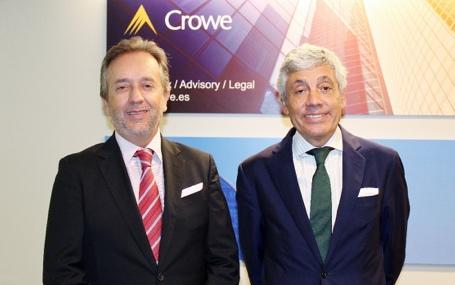 Carlos Puig, Presidente de Crowe Spain junto a Emilio Álvarez, Socio Responsable de Desarrollo de Negocio en las oficinas de Crowe en Barcelona.