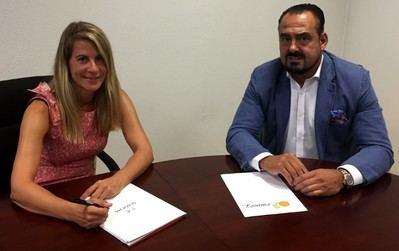 En la imagen, Ana Molina junto a Andrés Suárez, CEO de Frutas Molina durante un momento de la entrevista.