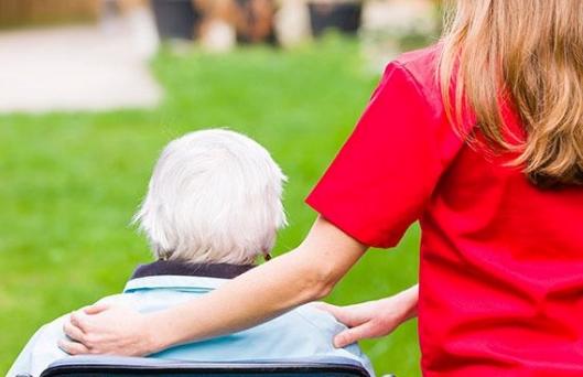 Embracing carers™ impulsa una campaña para que los cuidadores no profesionales se identifiquen y puedan pedir más apoyo de la sociedad