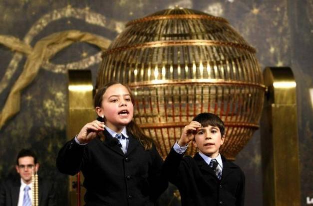 La mitad de los españoles solo juega a la lotería en Navidad