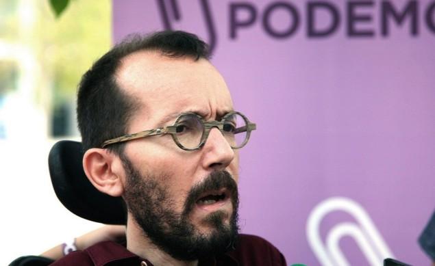 Vox se ha querellado contra Pablo Echenique, quien ha eludido dar explicaciones a la prensa.