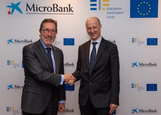 Antonio Vila, presidente de MicroBank, y Alessandro Tappi, Director General de Inversiones del FEI.