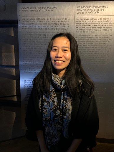 La artista taiwanesa Yu-Cheng Wang en la exposición 'Cuántica' en Barcelona.